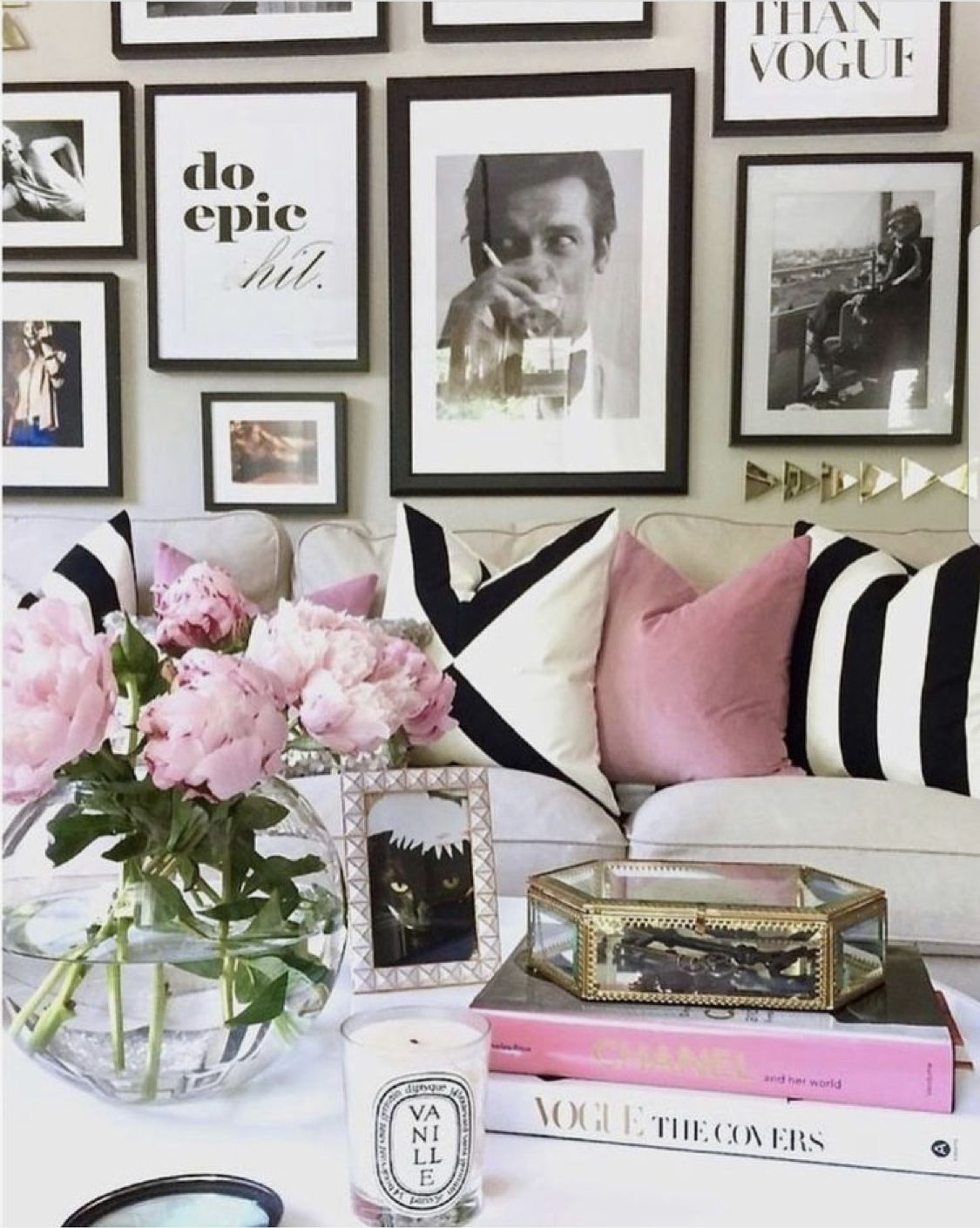 Pin By Christina On Favourite Things Pink Living Room White Home Decor Home Decor