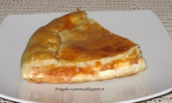 Fragole e panna: Pizza ripiena con tonno e mozzarella