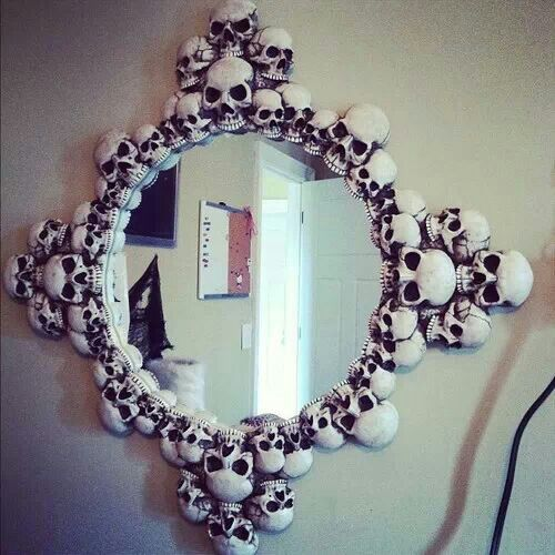 Skull mirror I would totally love this in my room.