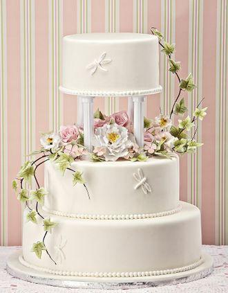 Blütengesteck und Libellen - Klassische Hochzeitstorten