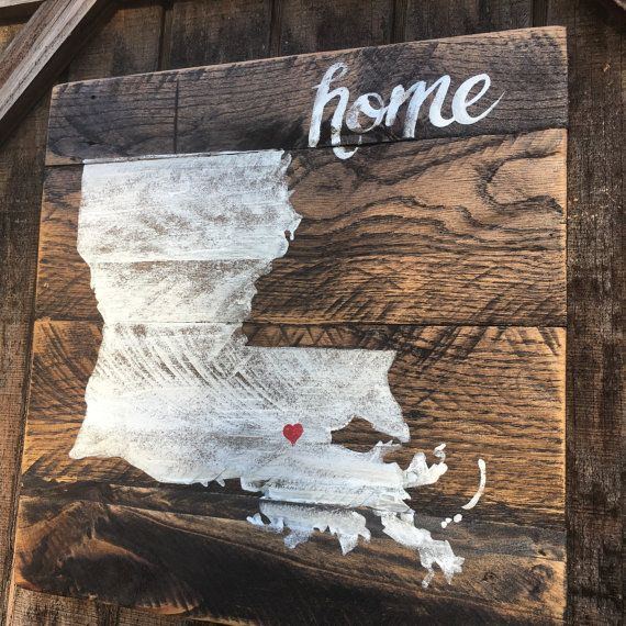 Distressed Rustic Pallet Wood Sign. State sign heart on