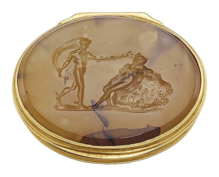 A George II gold and hardstone snuff-box. London, circa 1740