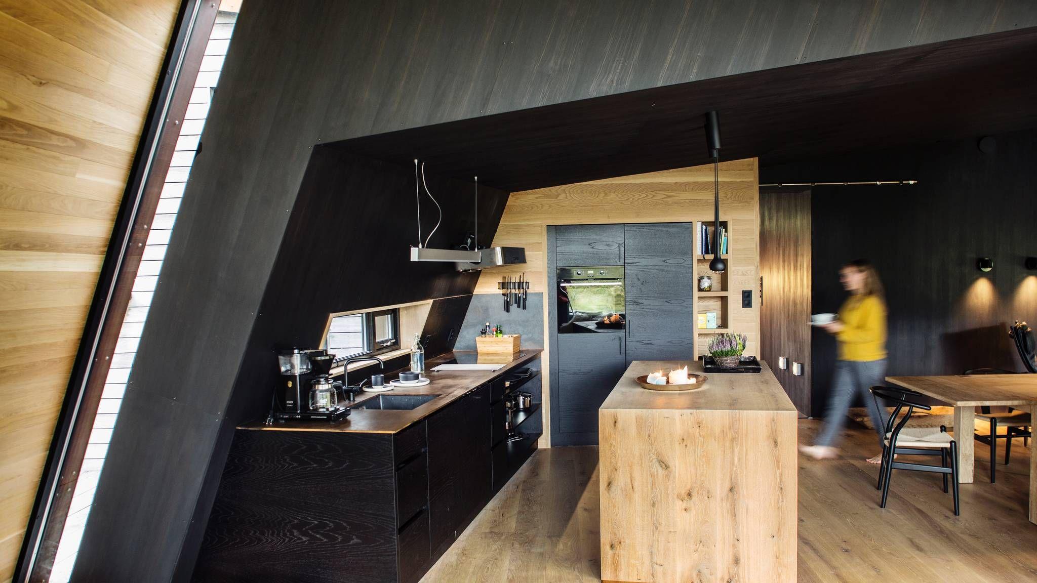 Hytte i Sunnmørsalpene: Denne rustne hytta skiller seg mildt sagt ut - Aftenposten