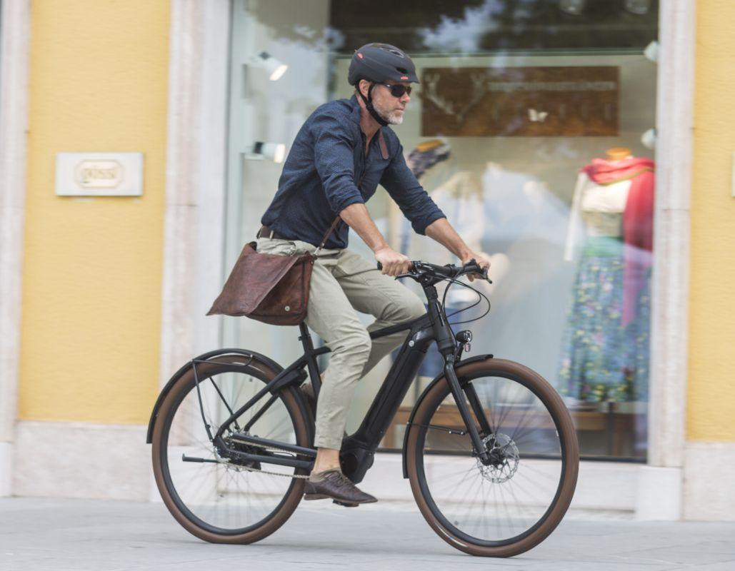 f8b932dff2c870 800px KTM e-Bikes 2018 City-Urban Macina Gran Ausschnitt
