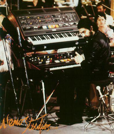 Yamaha CS-80  ~ Vangelis  ~ London 1977 i heard CS weigh 200lbs