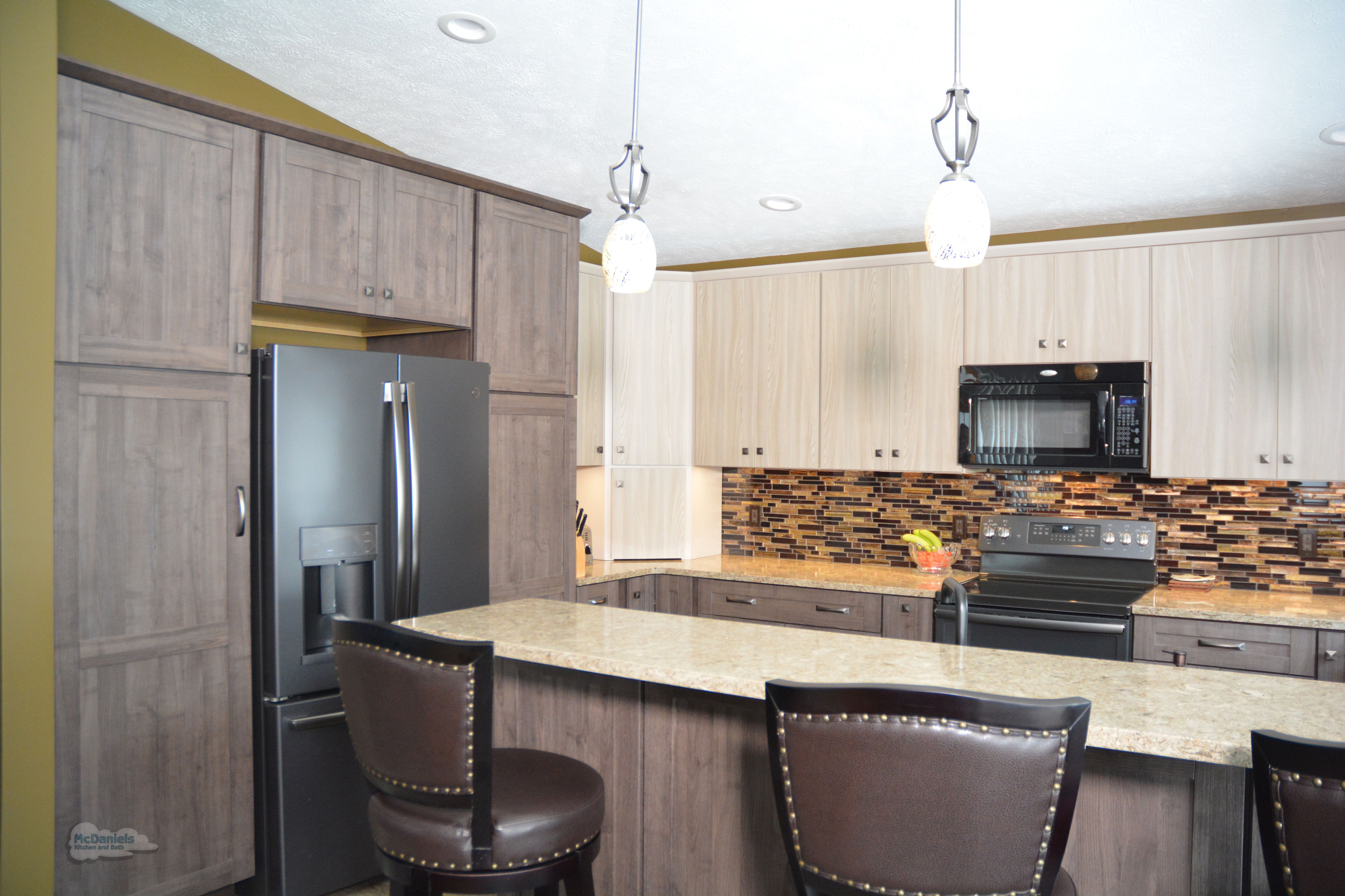 This Kitchen Design In Holt Mi Features Two Toned Textured Laminate Kitchen Cabinets From Diamond D Kitchen Design Color Kitchen Design Latest Kitchen Designs