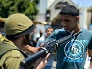 This photo, purporting to show an IDF soldier aiming his rifle at the neck of a Palestinian youth, has been proven to be a staged fake. PHOTO: Facebook.