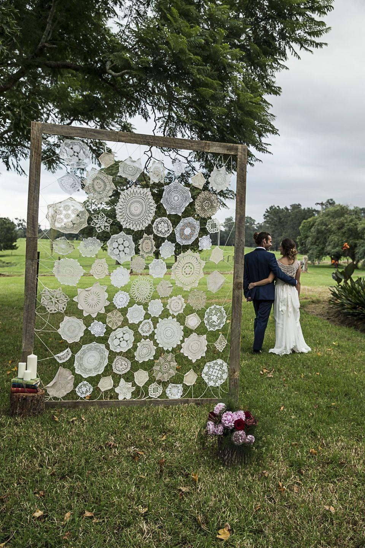 Vintage Doily wedding backdrop #vintageoutdoorparty | Diy ...