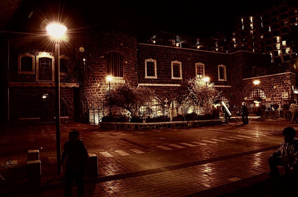 مبنى قديم من البازلت الأسود يعود للقرن السادس عشر في وسط مدينة طبريا التاريخي…