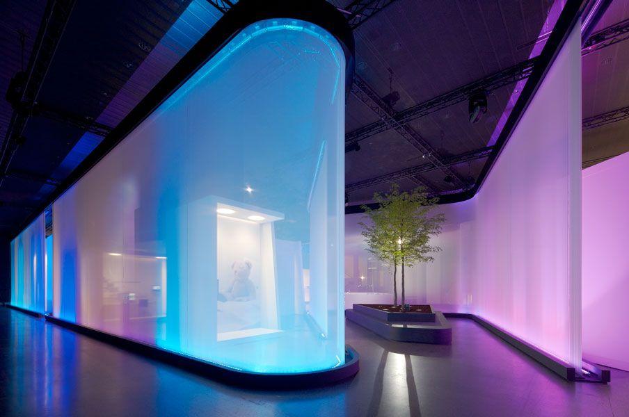 Fresh Messebau Trockenbau Messestand Wave design Standgestaltung Stand design Lichtdesign Wellen Messe