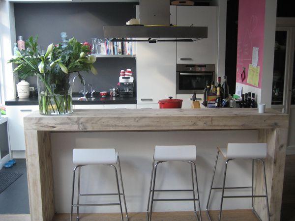 Keukenbar in zelfde materiaal als je keukentafel, idee? Ideas