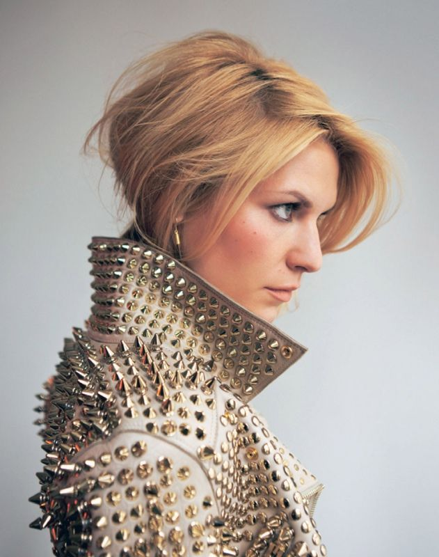 Claire Danes looking fierce! Love her pulled back hair paired with this jacket   ..rh