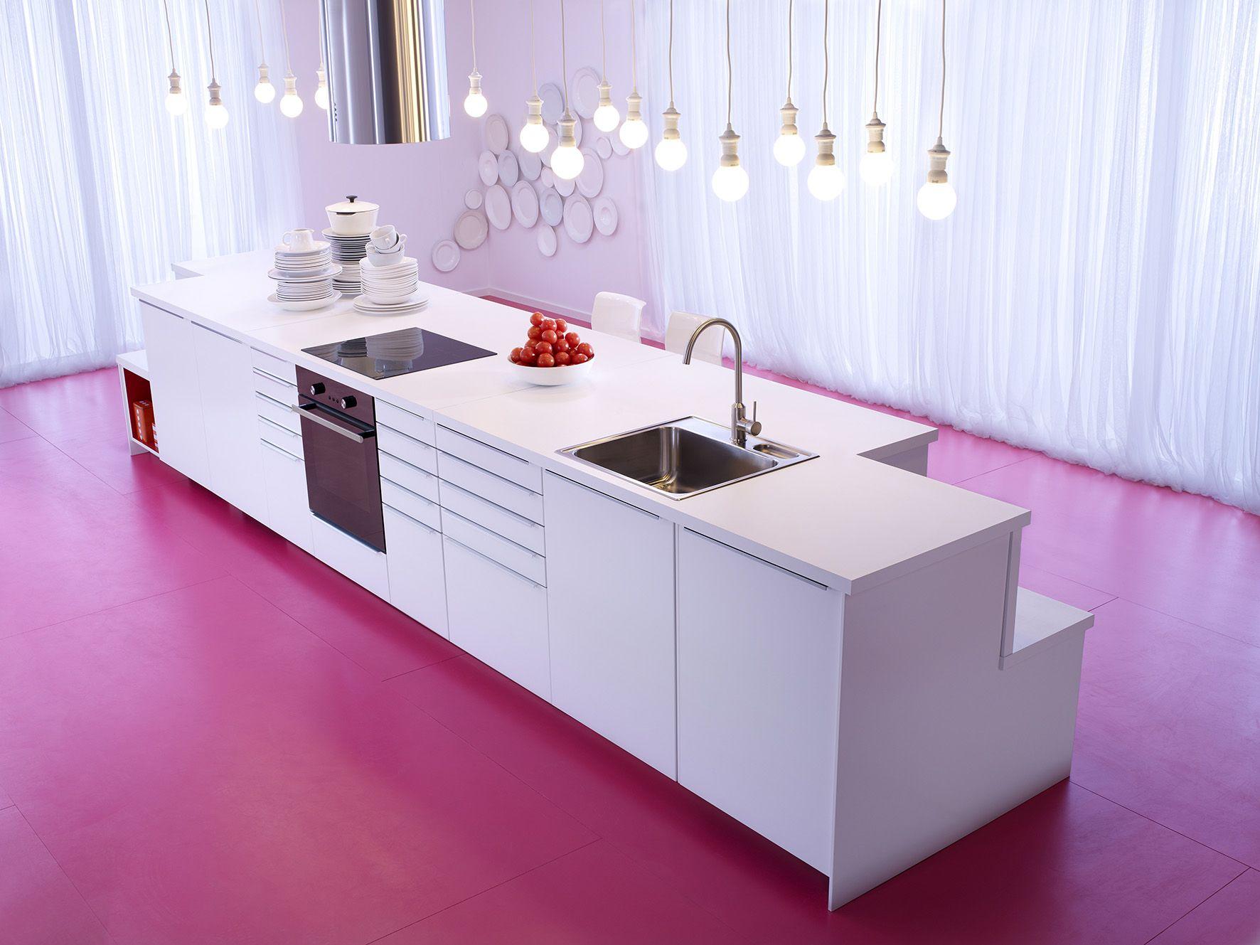 Faktum keuken met abstrakt deuren/lades in hoogglans wit en zwart ...