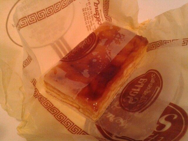 Crema catalana entre capas de bizcocho