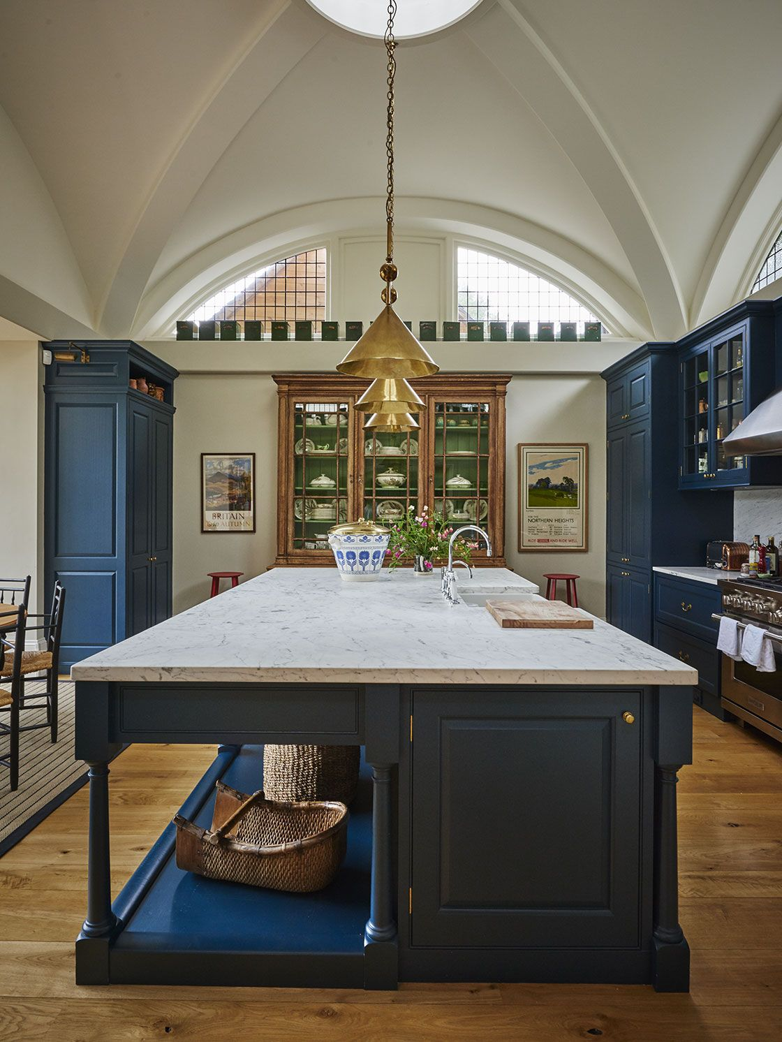 Best An Arts And Crafts House Fabulous Blue And White Kitchen 640 x 480