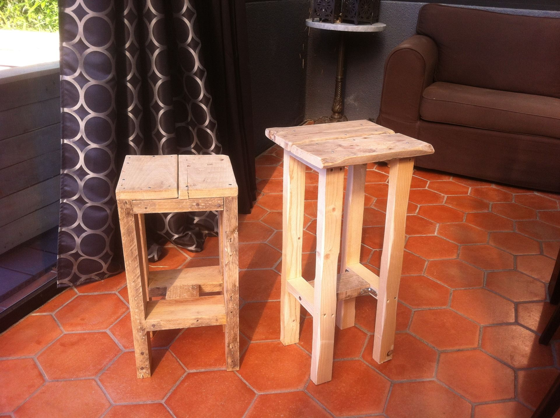 tabouret en bois de palette pour jardin ou bar meubles et rangements par noahdecoco. Black Bedroom Furniture Sets. Home Design Ideas