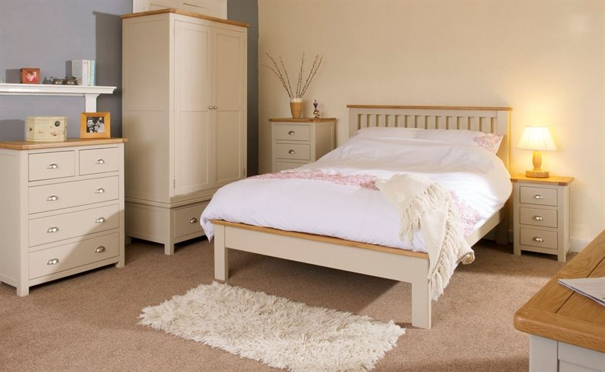 Look At How Inviting This Oregon Painted Oak Bedroom Furniture Set Looks Teamed Up With Neutral Coloured Rugs Blankets And Car Furniture Oak Bedroom Furniture Oak Bedroom
