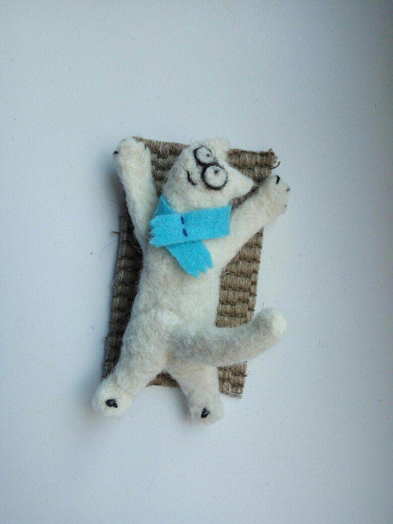 Cat pin, cat brooch, needle felt cat, felt brooch, animal
