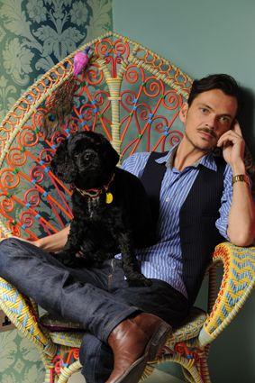 Beautiful Chair. Matt not toooo bad either :)