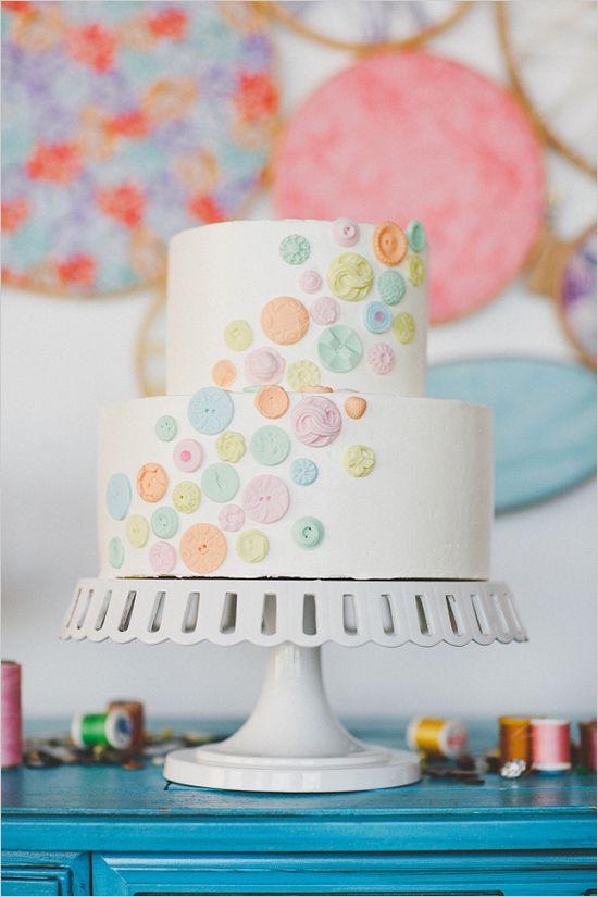 botão bolo de casamento por Cakewalk Bake Shop