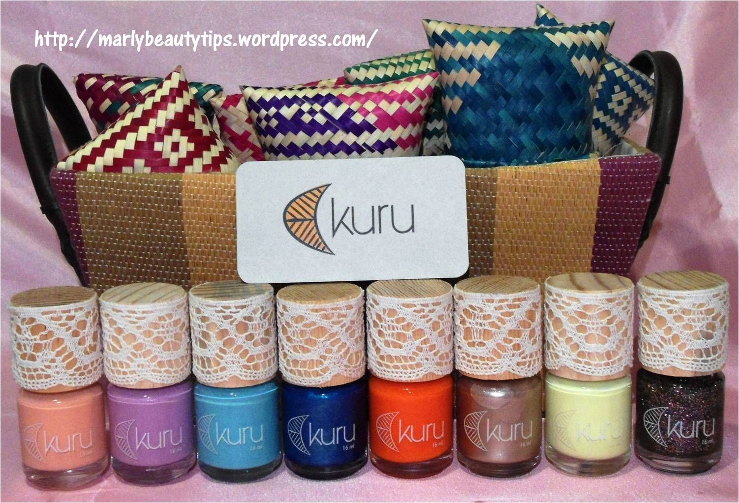 ¿Kuru? ¿No los conoces? ¡Pues te los presento! Estos esmaltes son MEXICANOS, hechos a mano con pigmentos orgánicos y colores que puedes usar en todas las temporadas. Da click para ampliar la imagen...