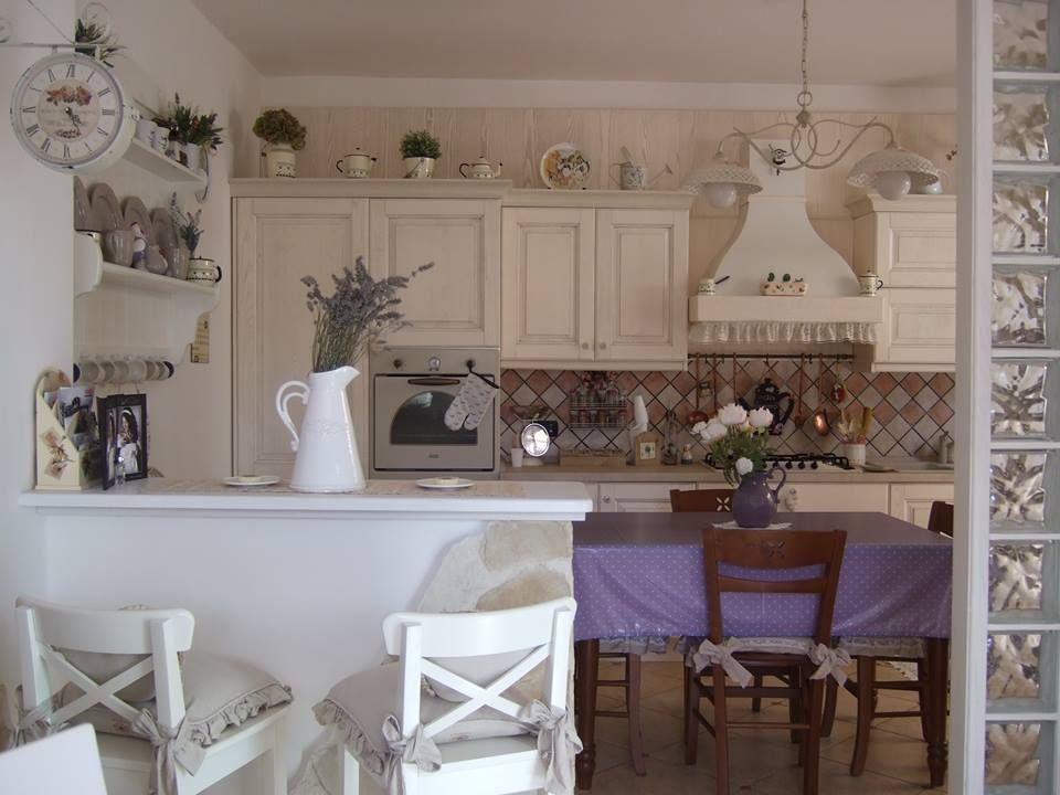 La battaglia fra cucine delle fans di shabby chic e for Piani di casa in stile cottage artigiano