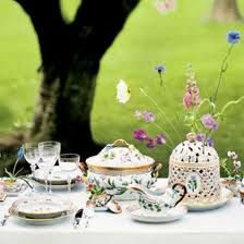 Would love to set a table like this with Royal Copenhagen Flora Danica - just love it!