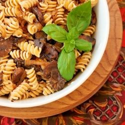 Pasta with Balsamic Vinegar, Mushrooms, and Goats Cheese | Find your favorite Gourmet Vinegars at sparrowlane.com | #vinegarchef #gourmetvinegar #balsamicvinegar