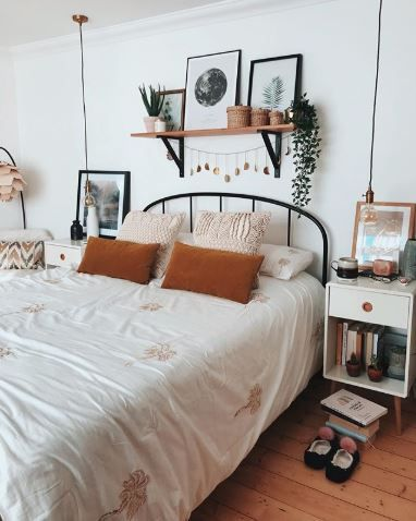 25 Cozy Bohemian Bedroom Ideas For Your First Apartment Bedroom Decor Bedroom Views Bedroom Design