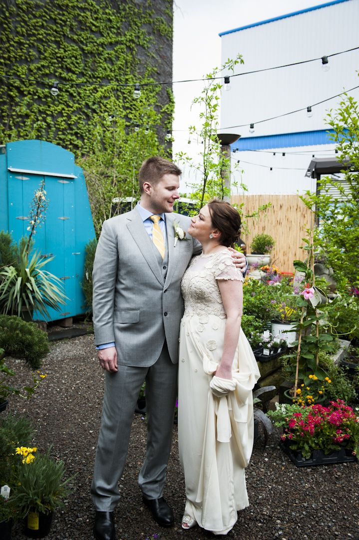 Bride+Groom portrait at the lovely Jungle Design garden in Brooklyn! #jungledesign #jungledesignwedding #brooklynwedding #brooklynbride #brooklynweddingphotography #gardenwedding #nycgardenwedding