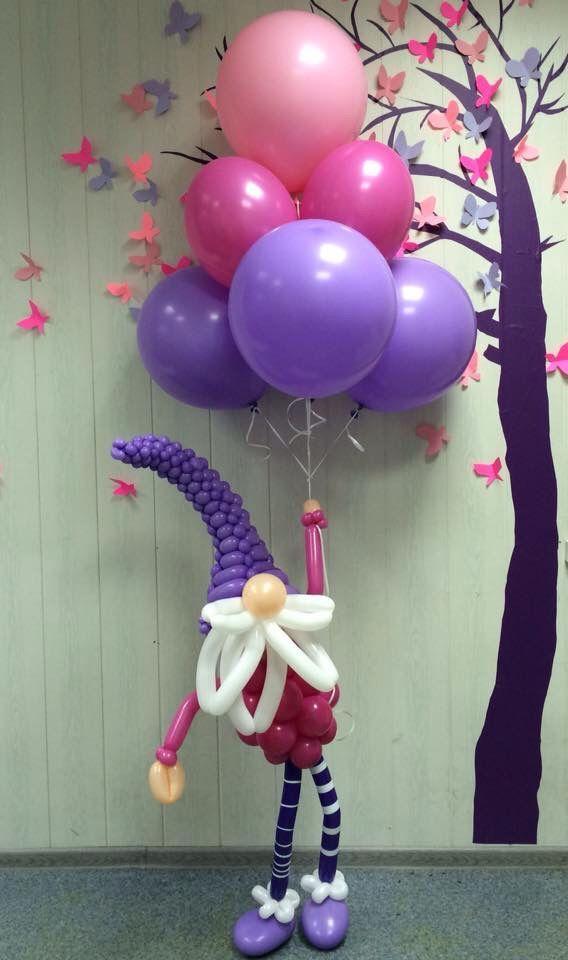 Cute dwarf balloon sculpture holding a bunch of balloons! шары