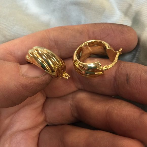 18k - stamped 750 Italy MILOR - earrings Here are a pair of hollow