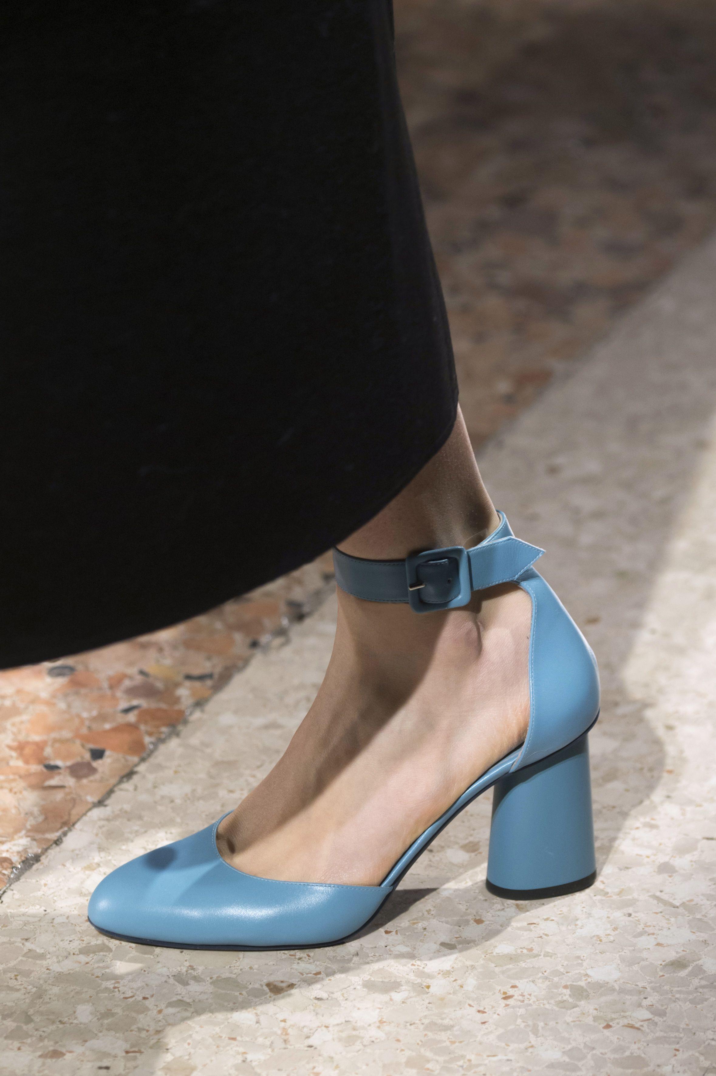 Le scarpe di moda per l Autunno Inverno 2018 2019 viste alle sfilate sono i  modelli che vorremmo avere SUBITO a692ac270db
