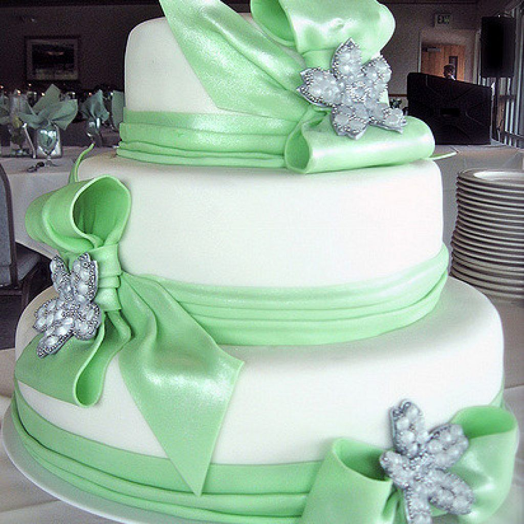 Attract Your Guests With Wedding Cakes With Edible
