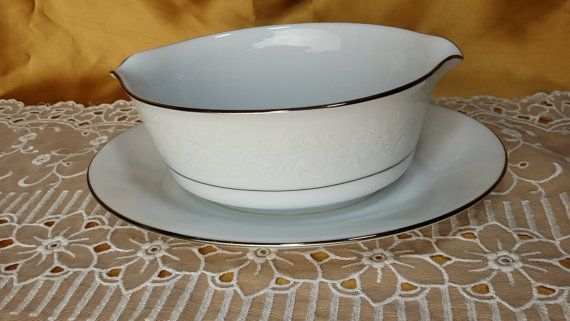 Vintage Noritake Ranier China Gravy Boat with Attached Underplate 6909 - White On White Floral Decor, Platinum Trim - Sauce Boat Japan
