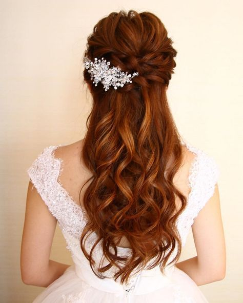 Half Up Down Wedding Hairstyles Partial Updo Bridal Hairstyle Is A Great Options For The Modern Bride From Flowy Bohemian To Clean Contemporary