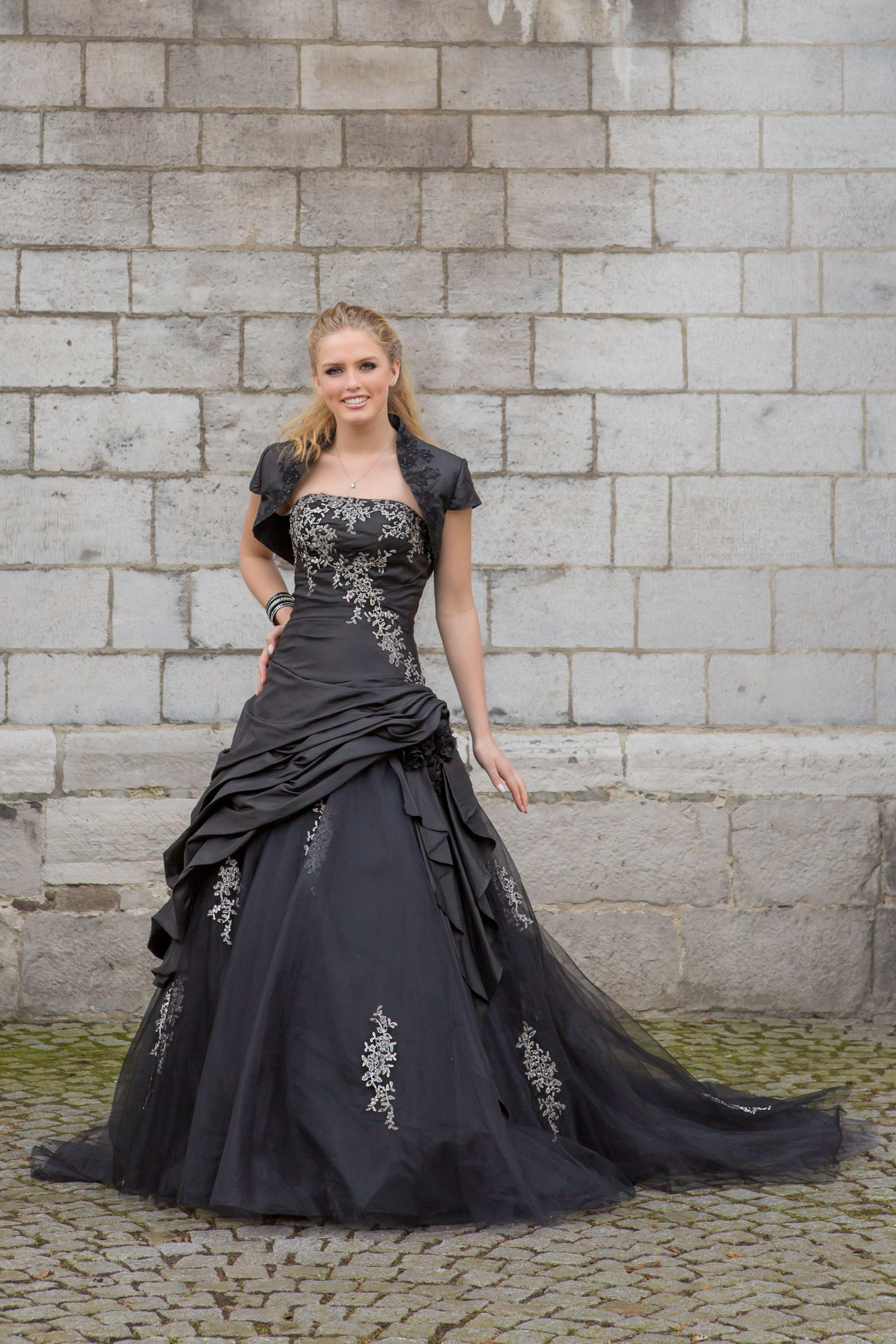 She Was A Long Cool Woman In A Black Dress Dress Cambria Bridalstar Festive 2016 17 Brides Love Bridalstar Festive Dress Bruidsmode Elegant [ 4050 x 2700 Pixel ]