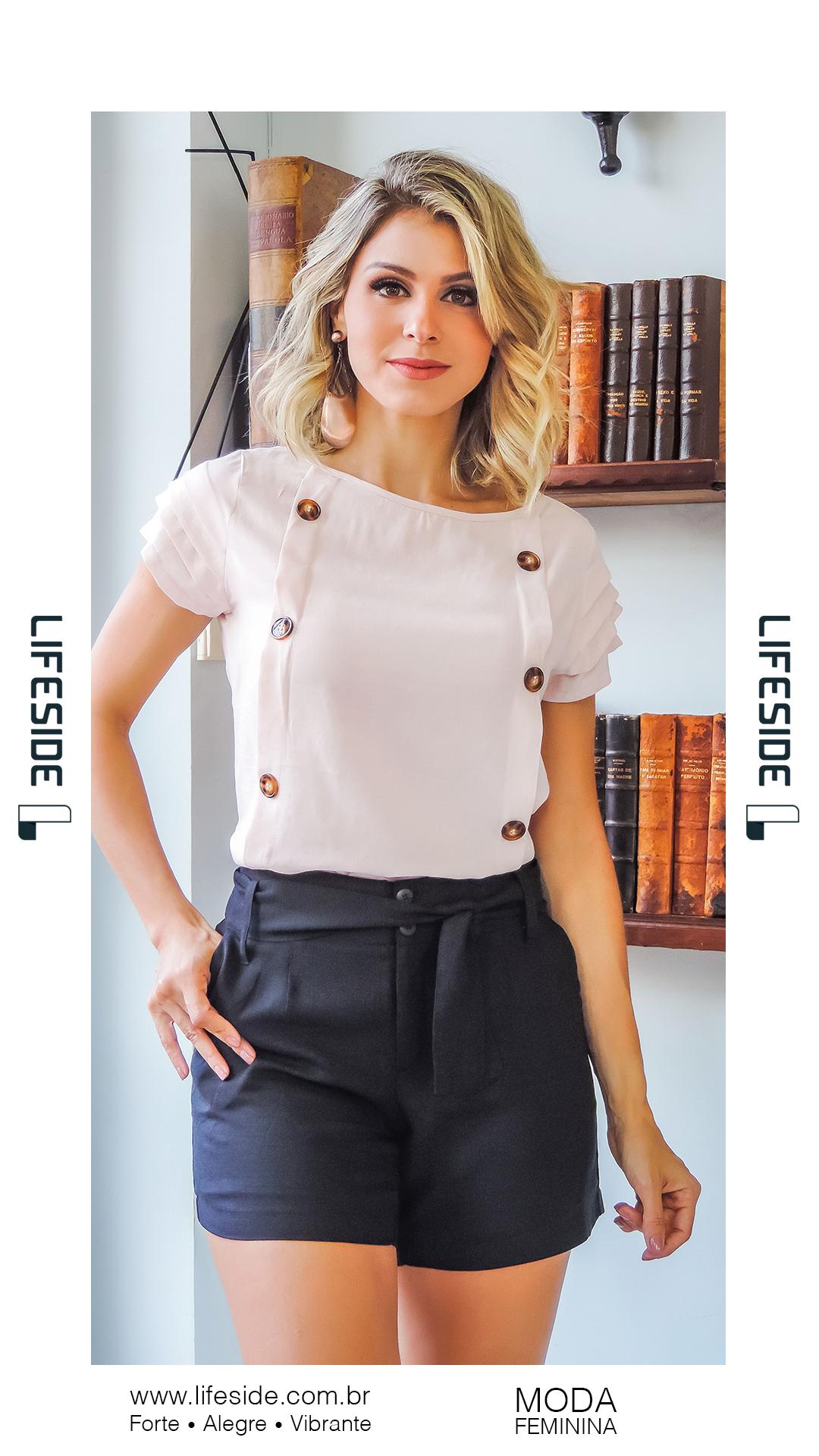 f0c506b2e LIFESIDE, Moda Feminina Primavera Verão 2019. Blusa nude com botões  frontais. Short em