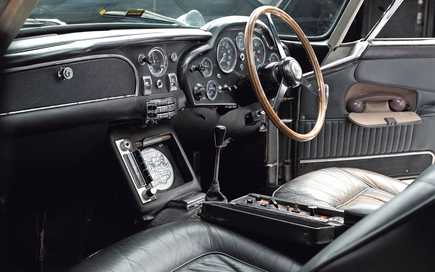 aston martin db5 | 1965 aston martin db5 interior photo 12 | 007 db5
