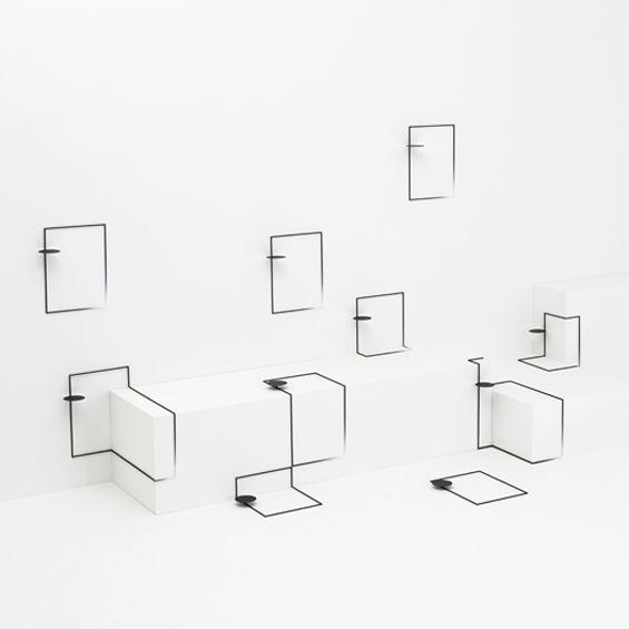 Réalisée pour l'exposition Eye of Gyre, à la galerie Omotesando à Tokyo, border table est une série de tables imaginée par le studio Nendo. Les tables proposées sont des éléments mystérieux composés de fines sections métalliques et de supports h...