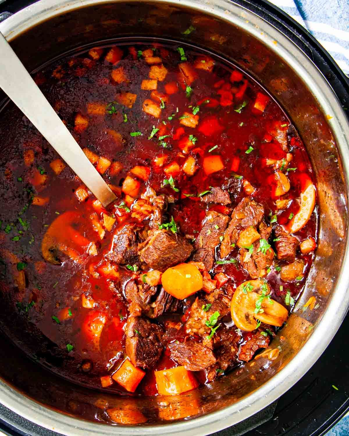 This Instant Pot Beef Bourguignon Is My Take On The Classic From The Late And Great Julia Child Made With Hearty In 2020 Beef Bourguignon Potted Beef Instant Pot Beef