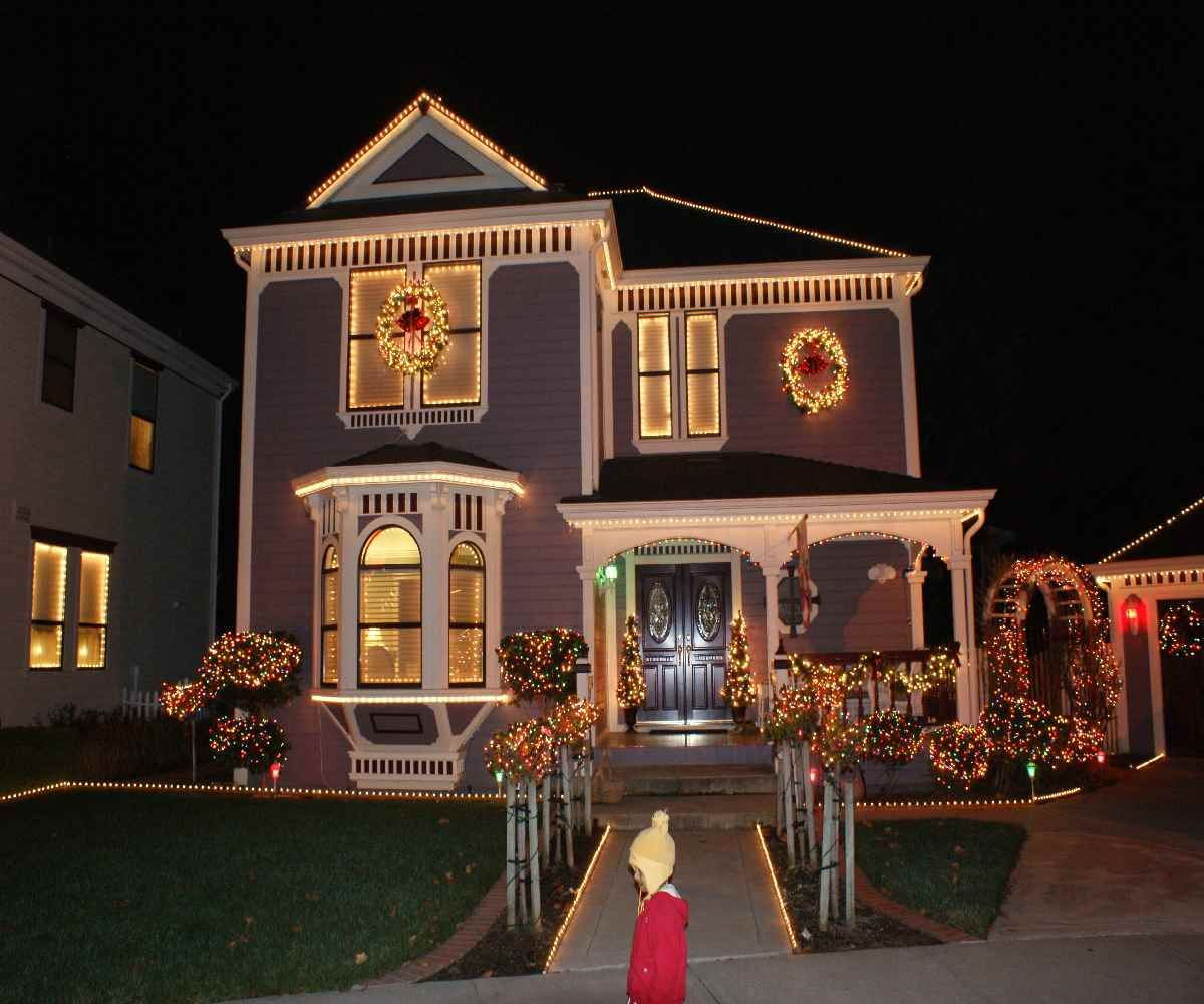 Pin By Caitlin Gill On Griswolds Christmas House Lights