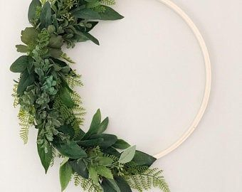 Photo of Greenery Hoop Kranz, Eukalyptuskranz, minimalistischer Kranz, grüner Hintergrund, Eukalyptusstrauß, skandinavisches Dekor, Boho Hochzeitsort