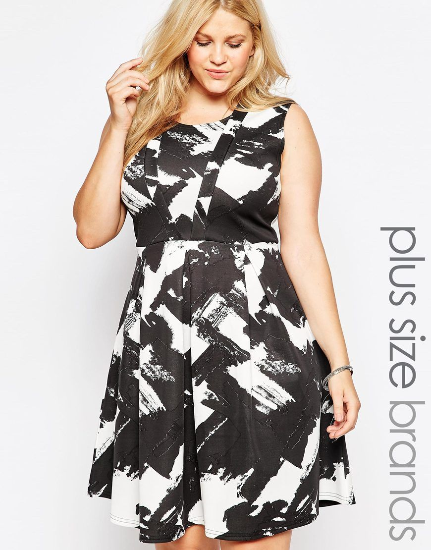 ce5334b3a8 Plus-size dress by Praslin Stretch knit fabric Printed design Scoop  neckline Inverted pleat skirt detail Regular fit - true to size Machine  wash 95% ...