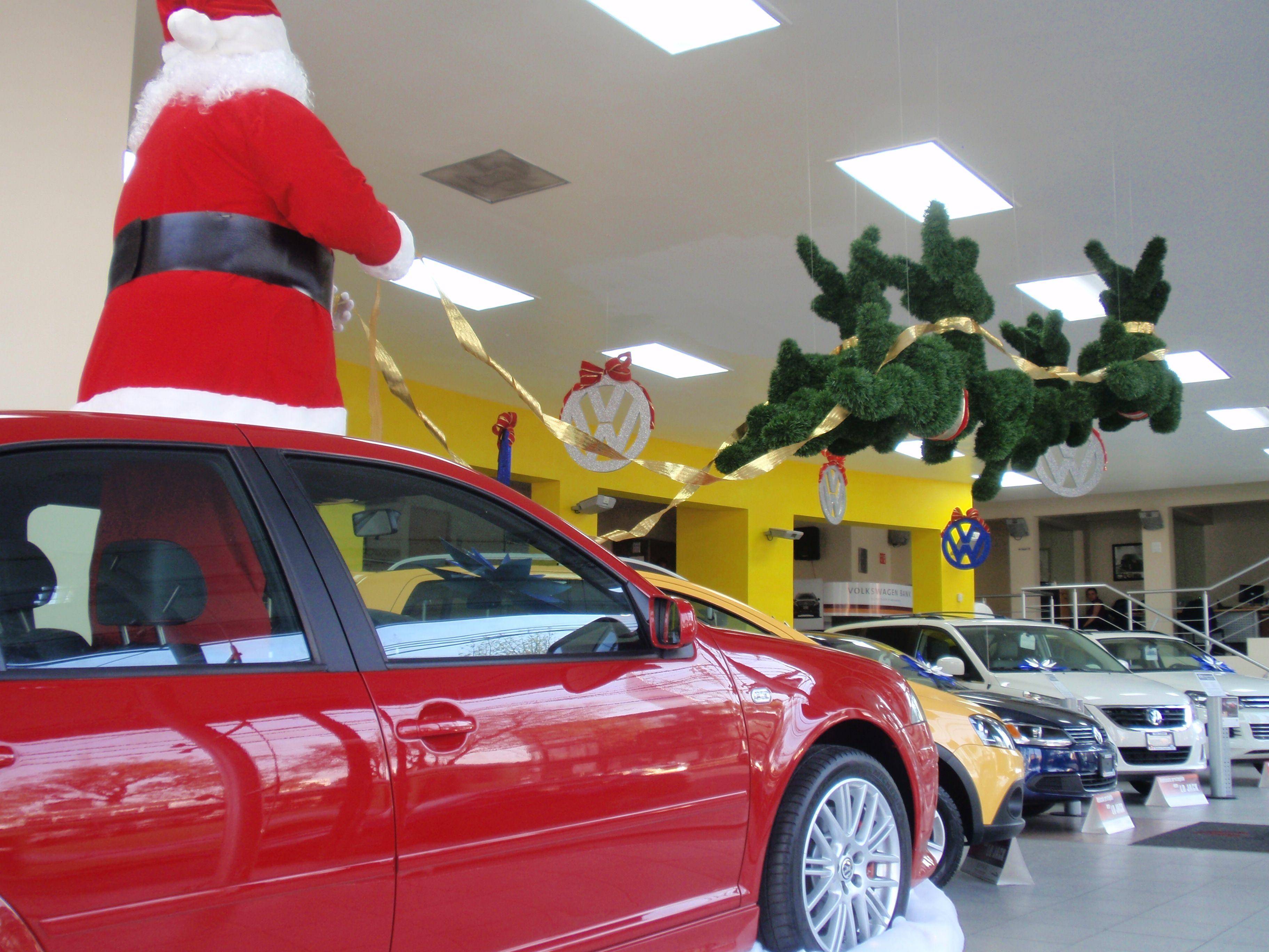 Decoracion Navidena En Agencia De Autos Unicel Y Feston Autos