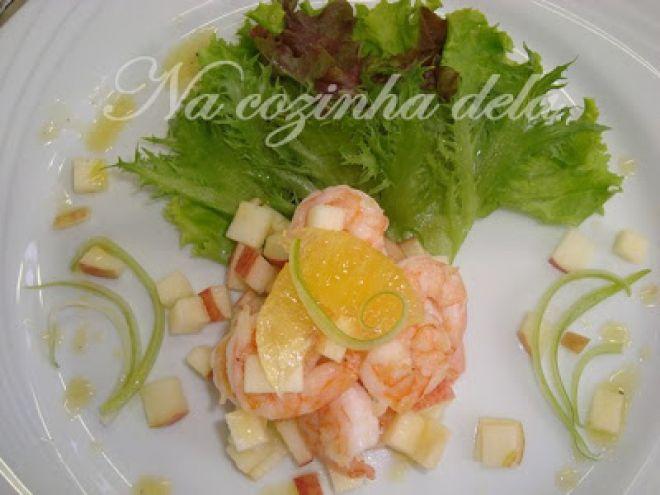 Salada de camarão, maçã e laranja