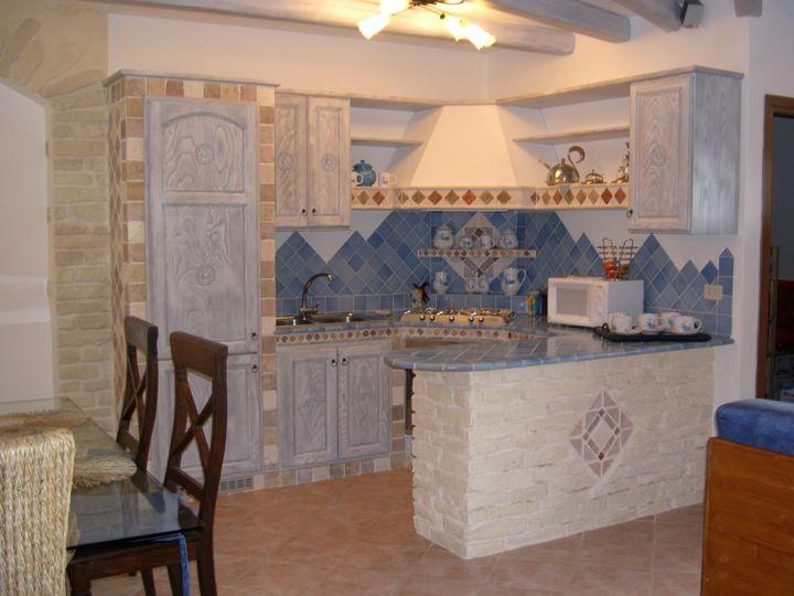 Cucina in cucine in muratura country e - Rivestimento cucina in muratura ...