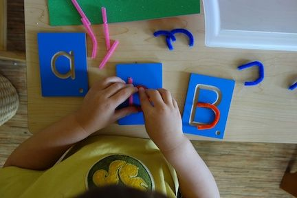 pipe cleaner letter building / egg juice with pepperoni & pipe cleaner letter building / egg juice with pepperoni | Montessori ...