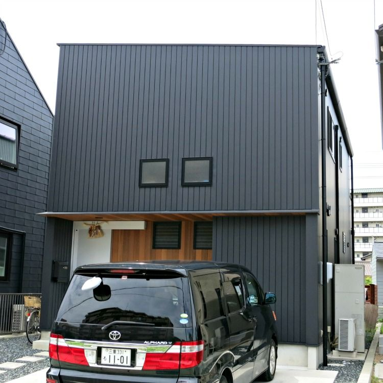 A japan home with vertical metal siding this house is for Vertical metal siding
