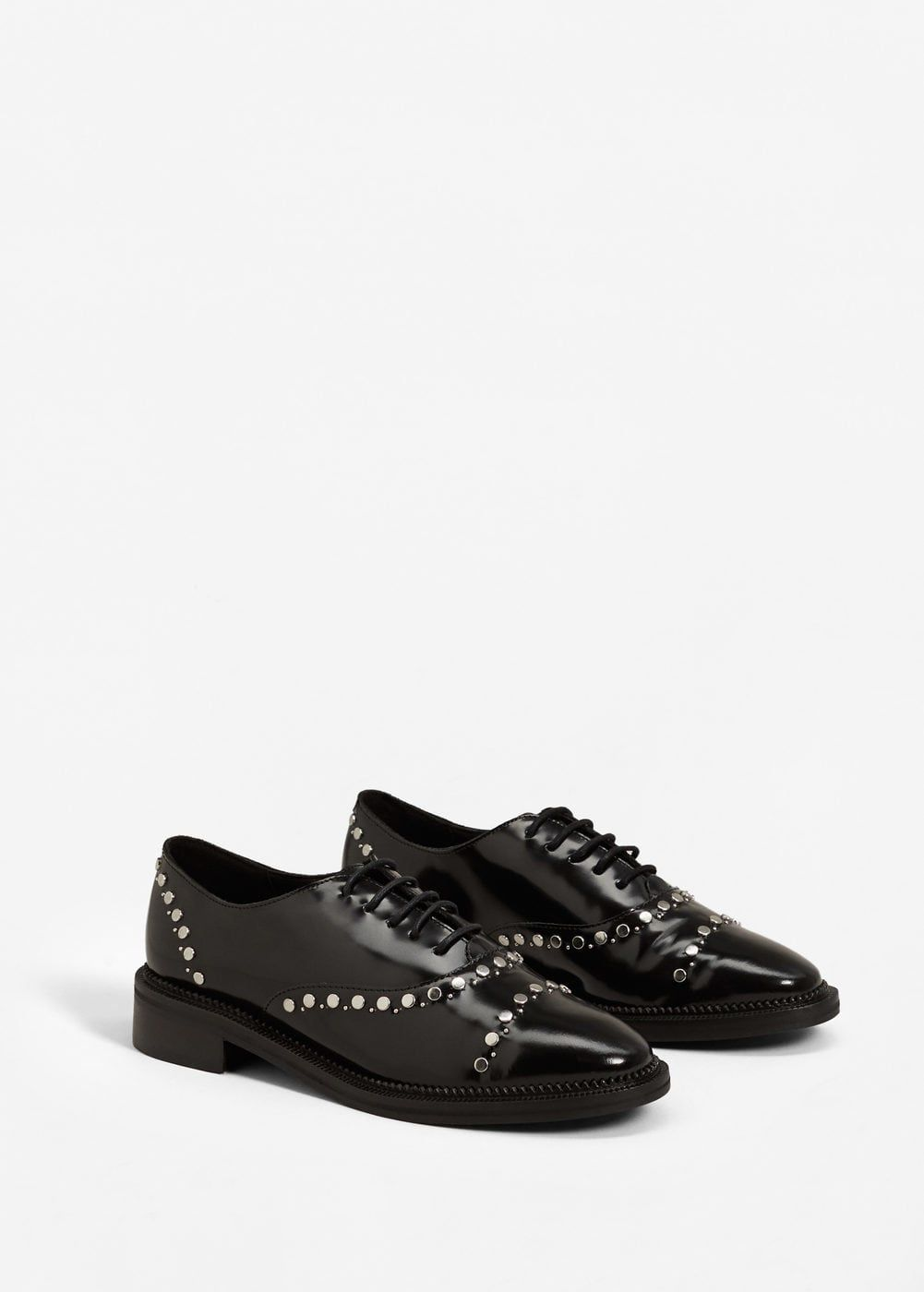 db386fcd8 Skórzane buty z ćwiekami - Kobieta | MANGO Polska Sapatos Rasos, Mulher,  Sapatos Caros. Ler